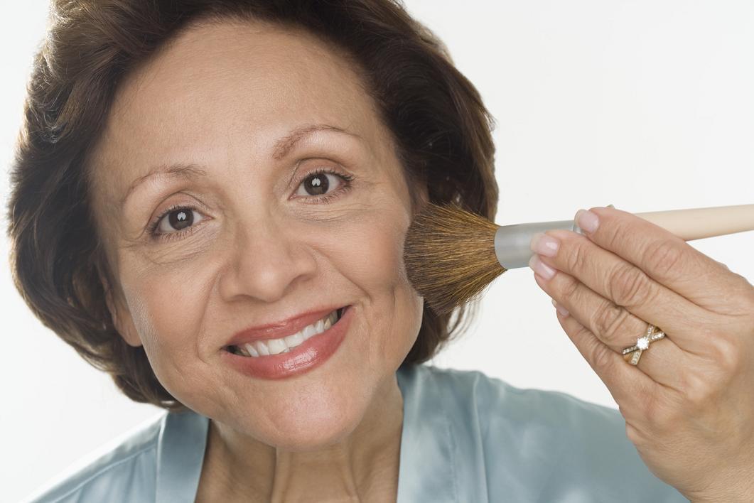 Maquilhagem anti-idade. Como fazer uma maquilhagem de rejuvenescimento?